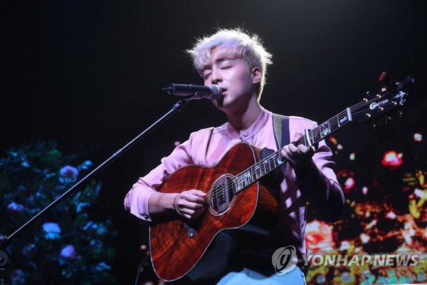 Roy Kim tổ chức concert chủ đề picnic vào tháng 8