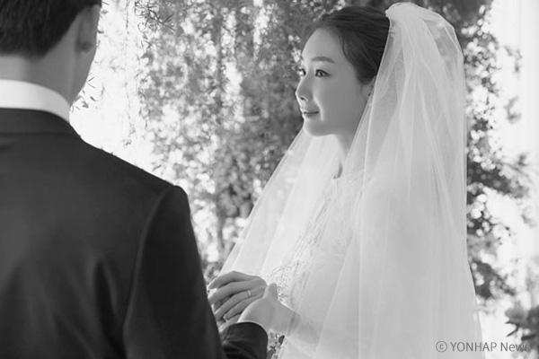 Hé lộ thêm bí mật về chồng mới cưới của Choi Ji-woo