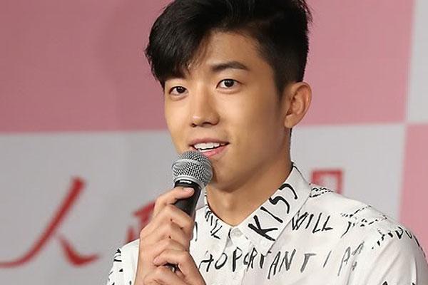 Woo-young de 2PM vient de partir pour son service militaire