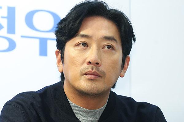 Ha Jeong Woo publica un libro titulado 'Caminante'