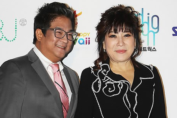 Le couple de musiciens Lee Moo-song et Noh Sa-yeon a créé MUSA Entertainment