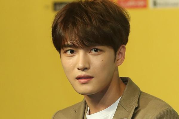 جيجونغ عضو فرقة جي واي جي يحتفل بعيد ميلاده مع معجبيه الكوريين واليابانيين