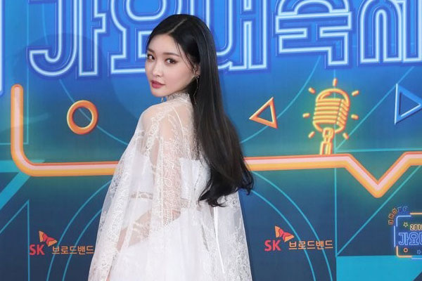 Chungha sweeps domestic music charts with latest release
