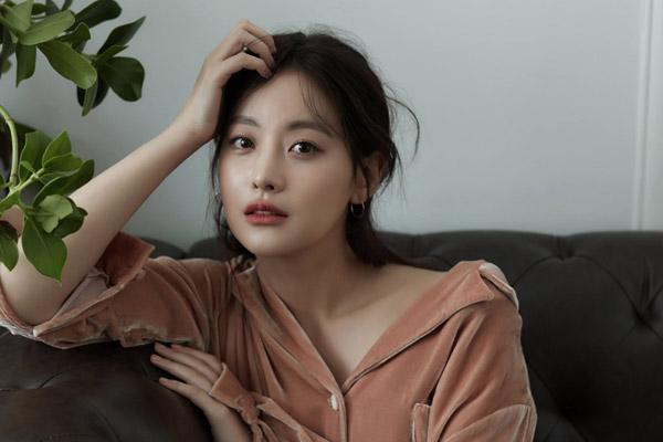 """Công ty quản lý xác nhận Oh Yeon-seo và Kim Bum đã """"đường ai nấy đi"""""""