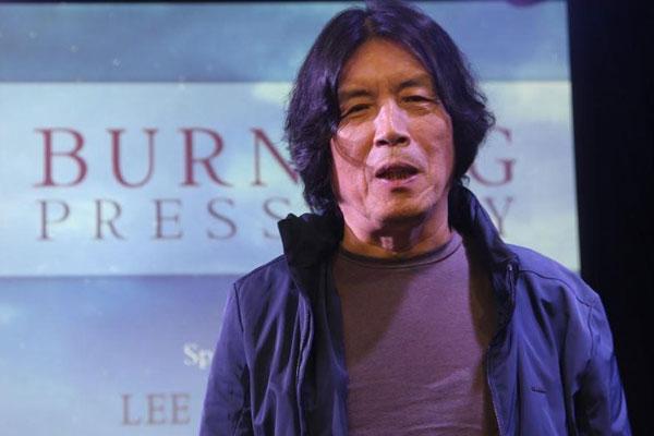 Director Lee Chang-dong honored at Asian Film Awards