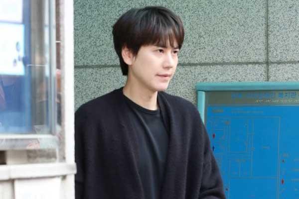 كيو هيون ينهي خدمته العسكرية الإلزامية