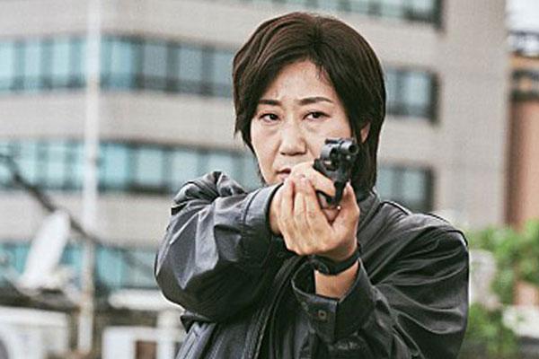 한국영화 반격…'걸캅스', '어벤져스4' 제치고 1위