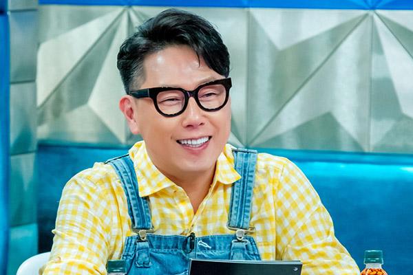 Yoon Jong Shin se toma un descanso como panelista de TV