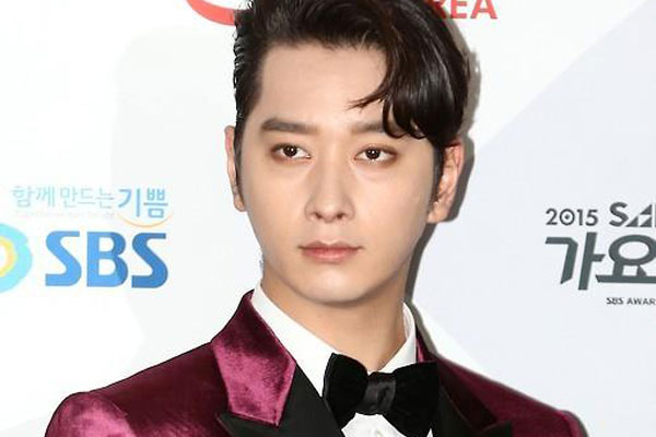 2PM's Chansung enlists for mandatory military service