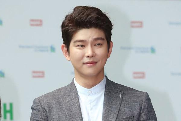 Agensi Yoon Kyunsang Menyangkal Laporan Kencan Dengan Non-Selebriti