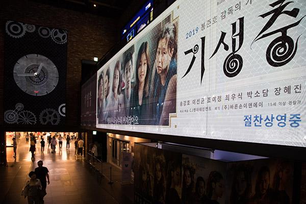 Aktor Film 'Parasite' Rayakan Pencapaian 5 Juta Penonton