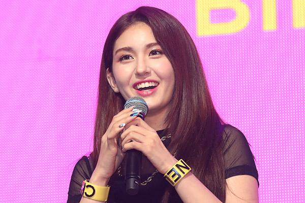 Jeon Somi startet Solokarriere