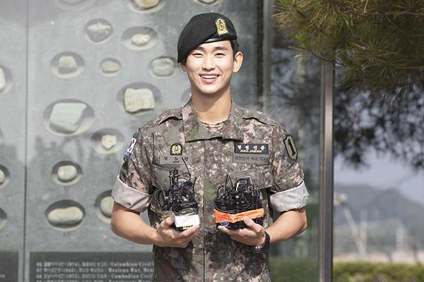 Kim Soo Hyun finaliza el servicio militar