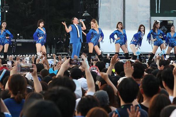 Psy kehrt mit Konzert in die Musikszene zurück