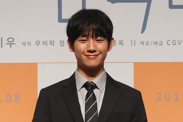 Setia Sejak Debut, Jung Hae In Berikan Hadiah Mobil untuk Manajer