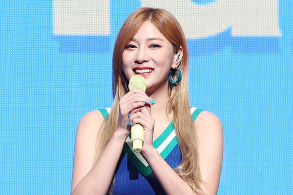 Oh Ha-young tiếp bước Jung Eun-ji ra solo, biến đổi khỏi hình ảnh trong trẻo, thuần khiết