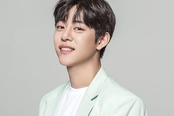 """Jung Dae-hyun (Cựu thành viên B.A.P) công bố tên fanclub, """"thả thính"""" về màn comeback solo"""