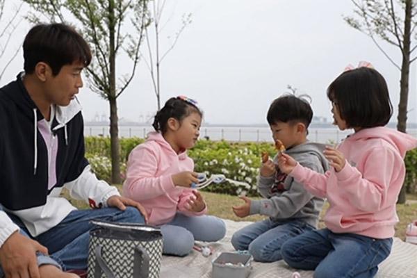 """Keluarga Lee Dong Gook Berhenti dari """"The Return Of Superman"""""""