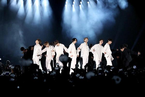 Stars bemühen sich um Bekanntmachung von Hangeul und Hanbok