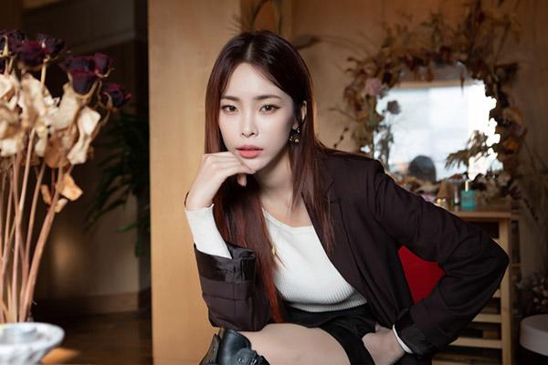 Heize & Ha Sung Woon Bekerja Sama untuk Kolaborasi