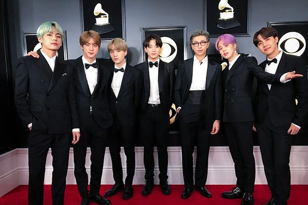 Trang phục của BTS được trưng bày tại Viện Bảo tàng Grammy