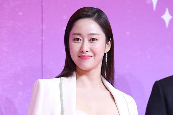Aktris Jeon Hye Bin Selenggarakan Pernikahan di Bali
