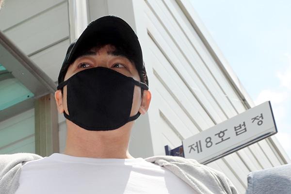 El actor Kang Ji Hwan recibe sentencia de prisión suspendida