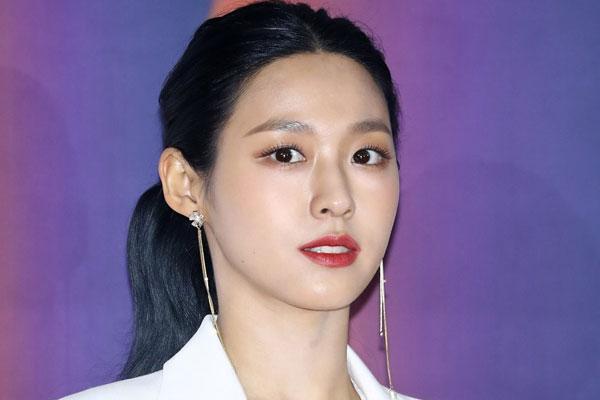 Seol-hyun a le cœur sur la main