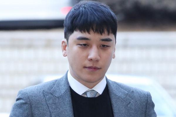 Court denies arrest warrant for Seungri
