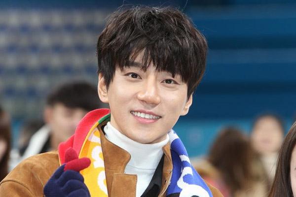 Hwang Chi-yeul cùng fanclub làm từ thiện giúp đỡ người nghèo 5 năm liên tiếp