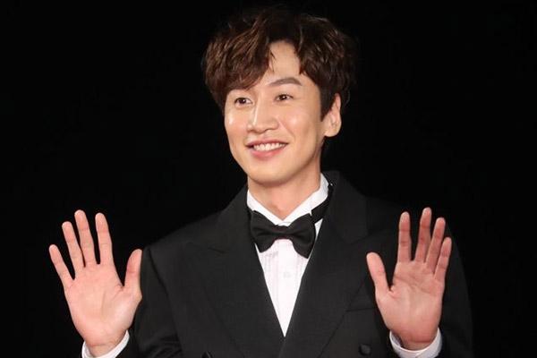 Lee Kwang Soo Pertimbangkan untuk Kembali dalam
