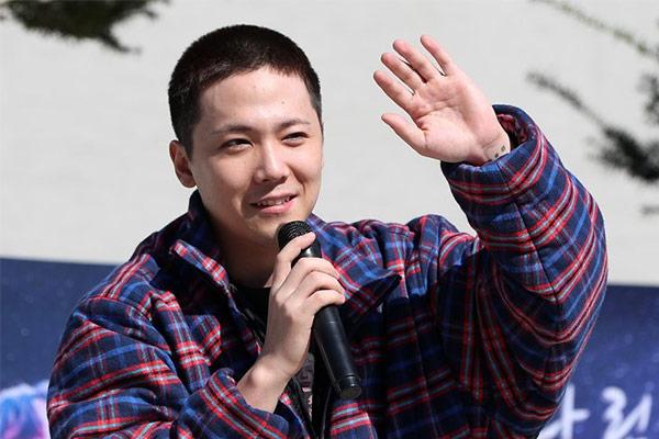 Lee Hong Ki presenta un tema compuesto antes de ir a la mili