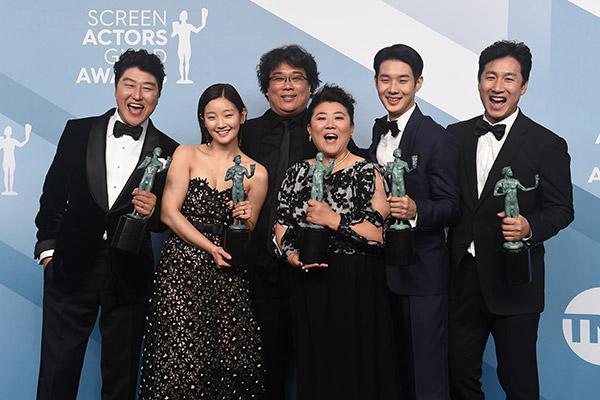 El elenco de 'Parásitos' acudirá a los Premios Óscar