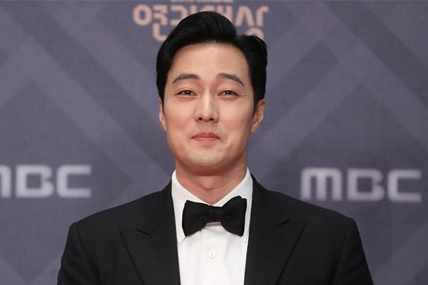 So Ji Sub Bintangi Film Fiksi Karapan Sutradara Choi Dong Hoon