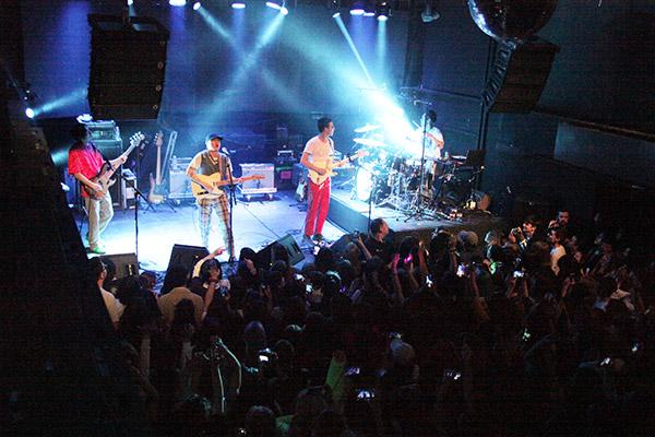 HYUKOH khởi động tour diễn thế giới bất chấp dịch bệnh hoành hành