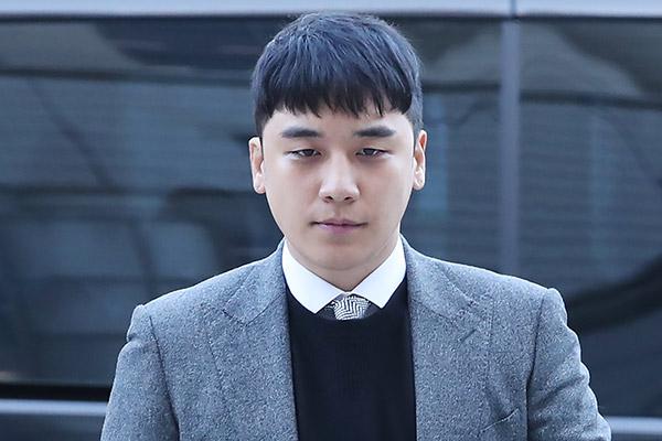 Nam ca sĩ Seung-ri nhập ngũ ngày 9/3
