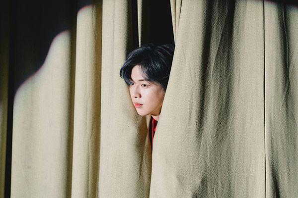"""Kang Daniel dẫn đầu iTunes toàn thế giới với """"CYAN"""""""