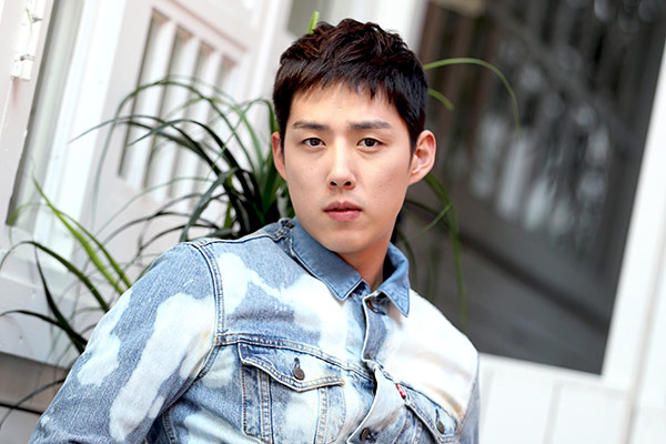 Aktor Baek Sung Hyun Nikahi Pacar Non-selebriti