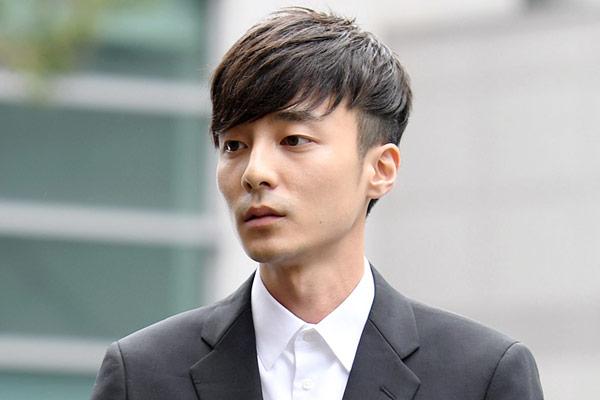 Roy Kim irá al servicio militar en junio