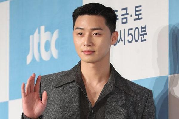 Park Seo-joon là diễn viên Hàn Quốc đầu tiên nhận nút vàng Youtube