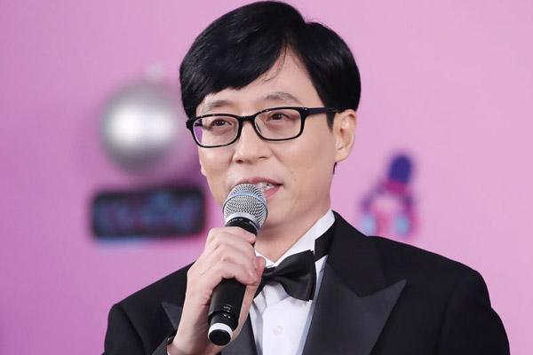 La personnalité numéro 1 du divertissement forme un trio avec deux superstars de k-pop