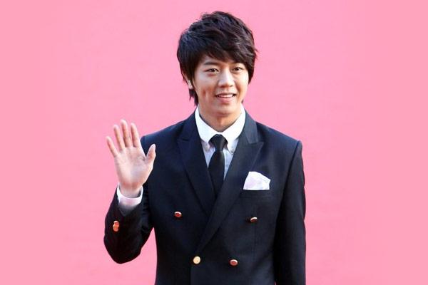 Diễn viên Baek Jong-min trở thành người Hàn đầu tiên cán mốc 8 triệu lượt người theo dõi trên Tiktok
