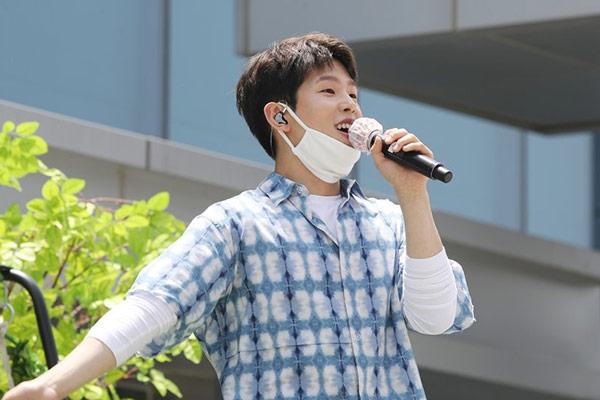 Paul Kim hat Gratulationslied für Mediziner-Paar gesungen