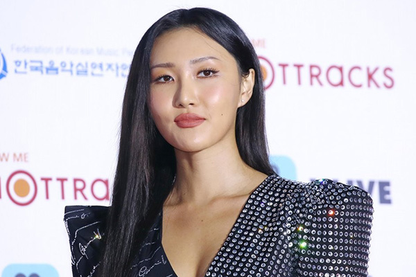 "Hwasa arrasa en China con ""Maria"""
