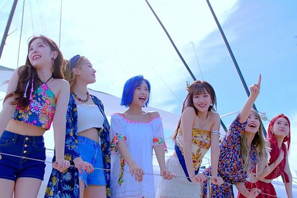 April 夏のスペシャルシングルをリリース