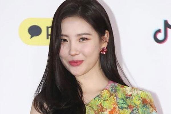 Sun-mi honore la couverture du Cosmopolitan de septembre