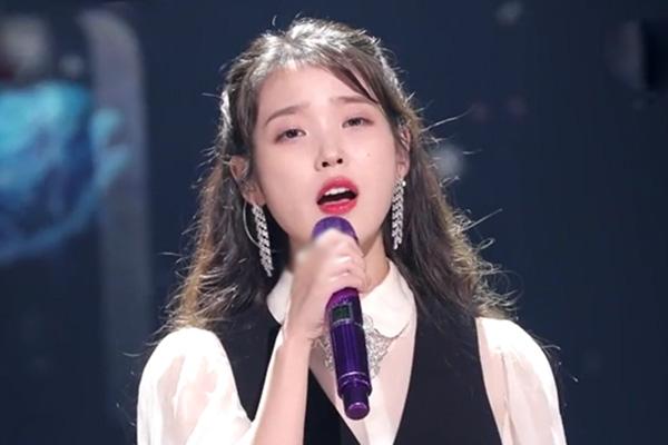 Concierto de IU en Yoo Hee Yeol´s Sketchbook por 12º aniversario