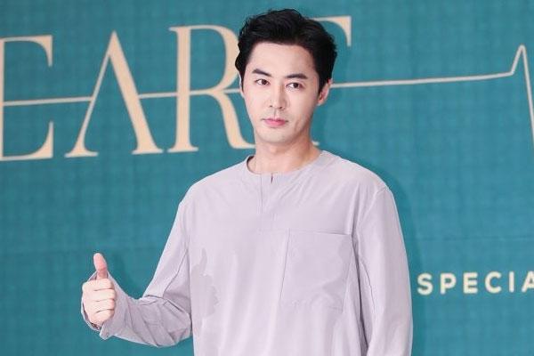 SHINHWA's Junjin ties the knot
