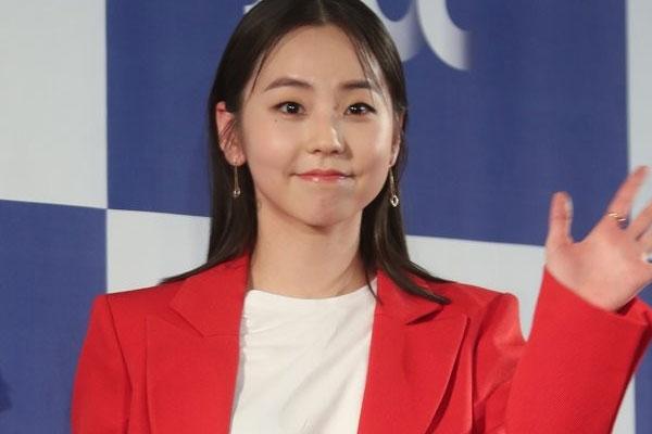 Ahn So-hee fait don de produits cosmétiques à travers sa chaîne YouTube
