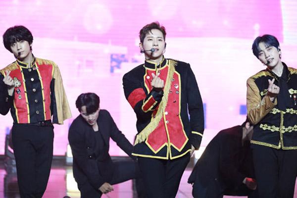 """3년 만에 돌아온 B1A4 """"이 순간이 영화 같네요"""""""